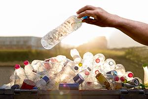 Umweltverschmutzung durch Plastikflaschen